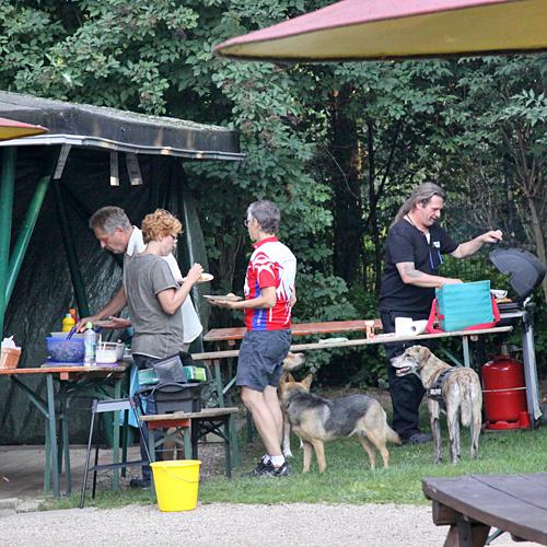 Aufbau_und_Helfer_2015-08-22-17h35m20.jpg